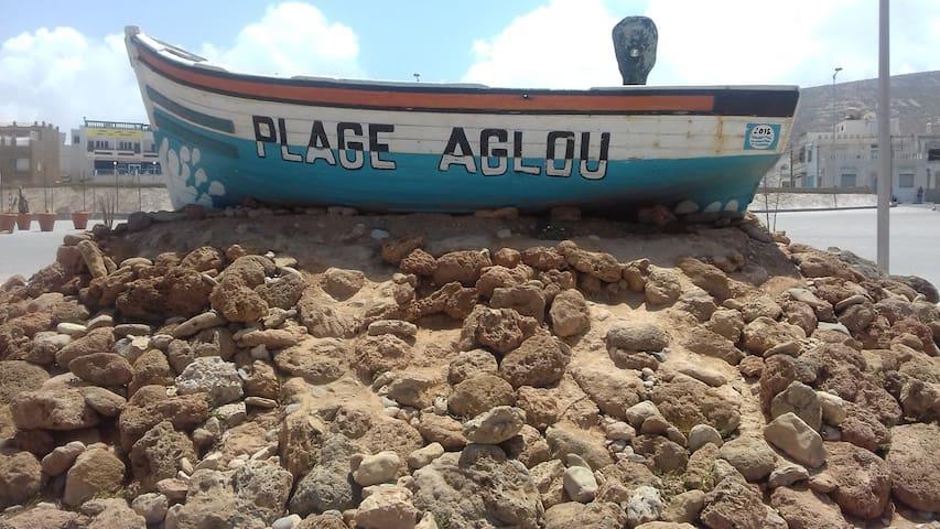 Aglou plage village berbère en bordure de mer proche de tiznit l' aéroport le plus proche Agadir