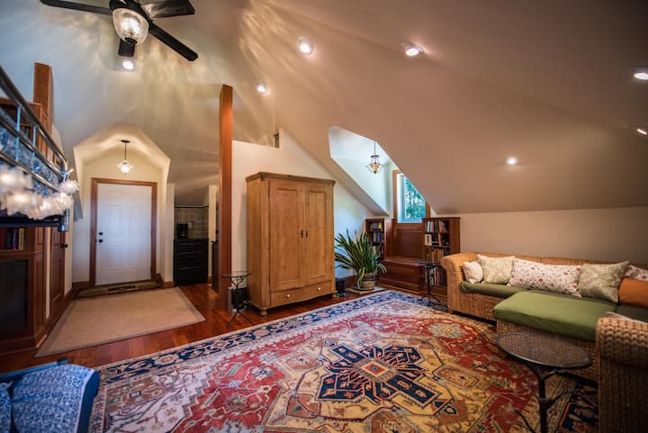 Charming Carriage House in Charleston, WV