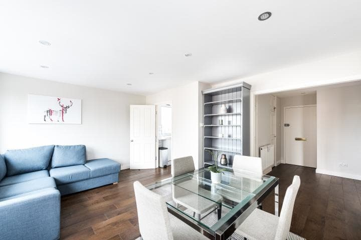 Light and spacious 1 Bed on King's Road