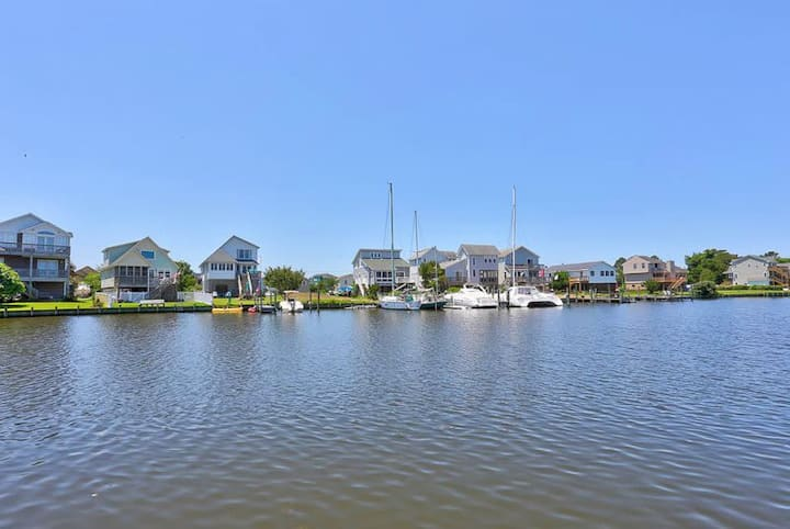 5531 The Bird House * Waterfront * Community Pool