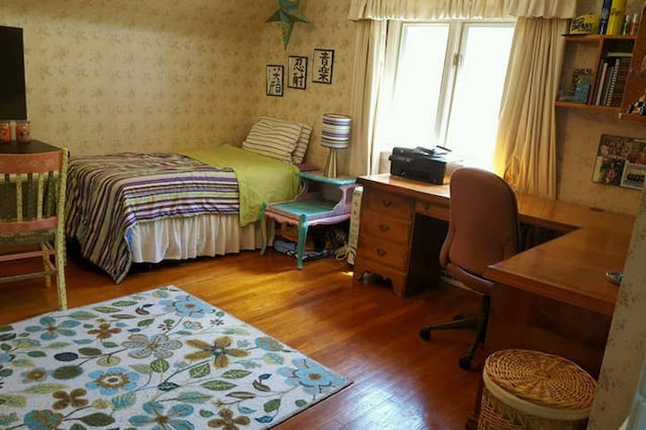 Private Bedroom(s) for RNC - Close to All! - South Euclid