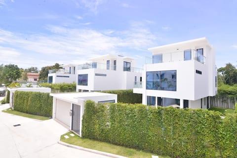 Luxury Villa | 10ppl Group | Private Pool @palmb1