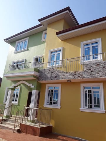 Effervescent & Tranquil Apartment In Teshie