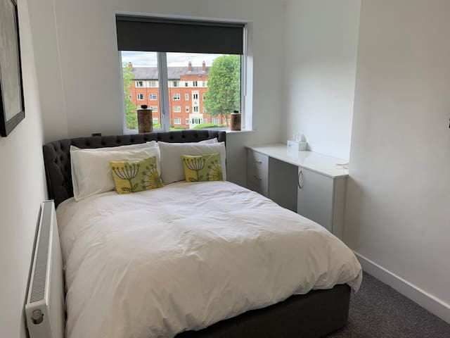Media City Double Room In Salford, Manchester