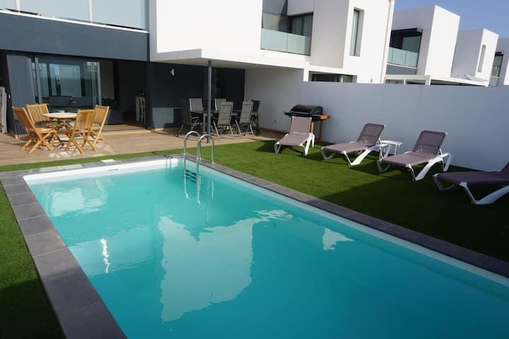 Maison entièrement neuve avec piscine privée