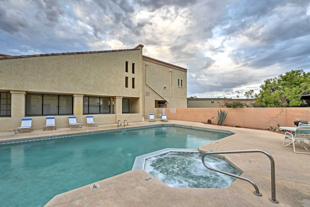 Onsite amenities include a charcoal grill, swimming pool and more.
