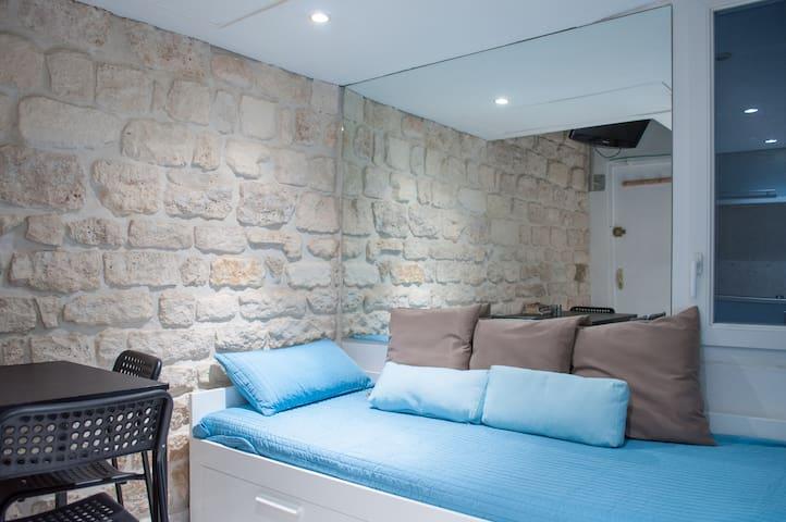 Modern Studio-loft with mezzanine - Champs-Elysée - Paris - Apartamento