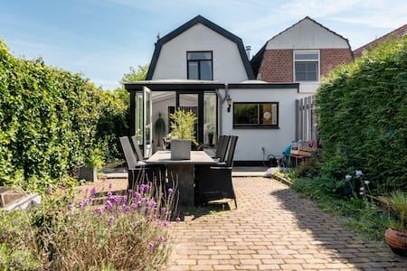 Beautiful townhouse near Amsterdam! - Hoorn - Casa