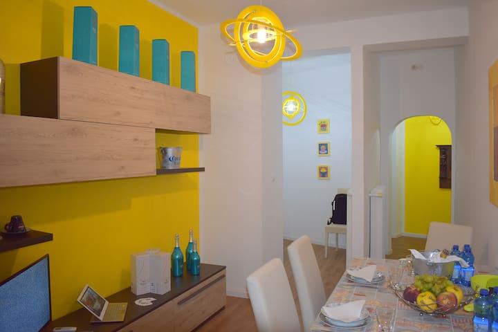 Red & Blu Luxury Apartment 6