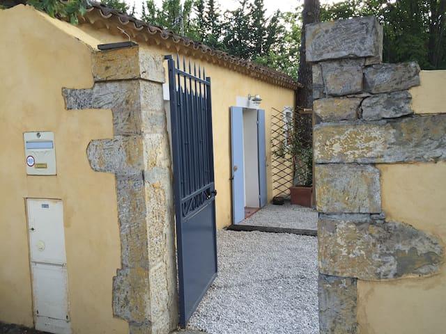 Charmant studio indépendant à Brignoles