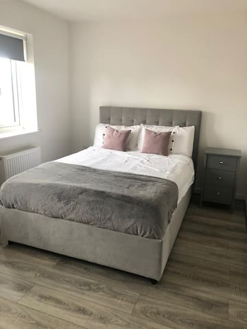 Bedroom in 2 bedroom property in Basingstoke.