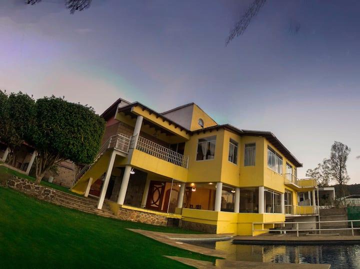 Casa en Valle de Bravo con vista al lago