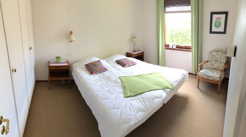 Bedroom 4 in the other house section with 2 single beds 90x200