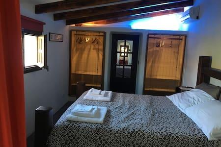 Beautiful Finca between nature and city double bed - Pollença - Casa