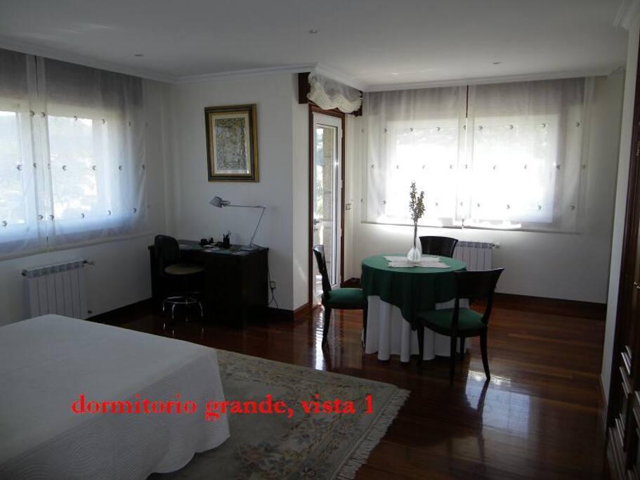 vista del dormitorio desde la puerta de entrada