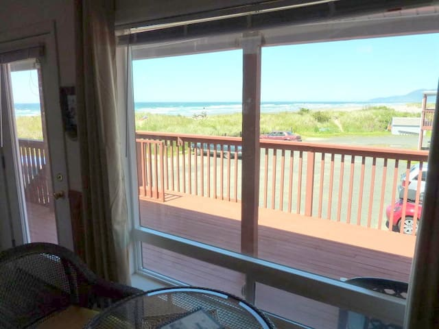 Ocean Front & View Condo- Sleeps 4! - Rockaway Beach - Apartament