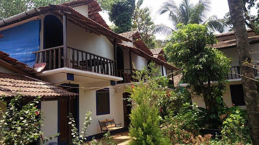 8 BR Duplex Bungalow @ Anjuna Beach - Anjuna - Bungalow