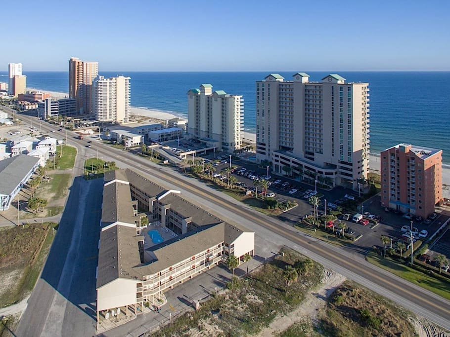 CENTRALLY LOCATED BETWEEN THE BEACH & BAY