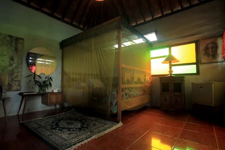 Double Room with Share Bathroom - Magelang - Bed & Breakfast