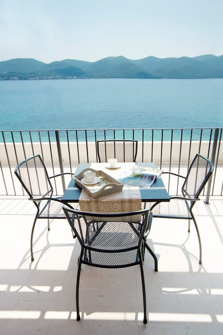 Prepare yourself delicious breakfast and eat it one the balcony with great views to the sea and Korcula Island!