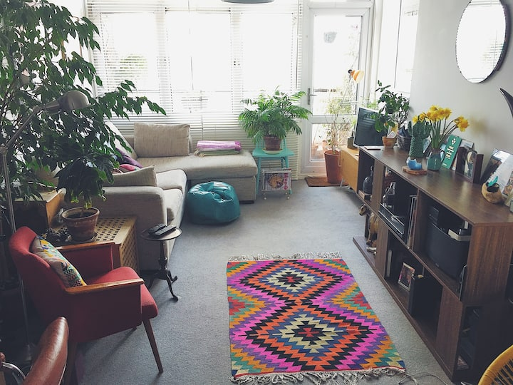 A bright OASIS in Bethnal Green, perfect location