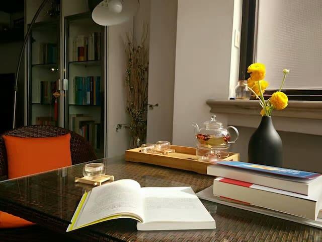 散发着书香气息的市中心独立房间