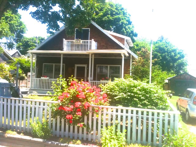 Sweet Bungalow In-town, Jamestown - Jamestown - House