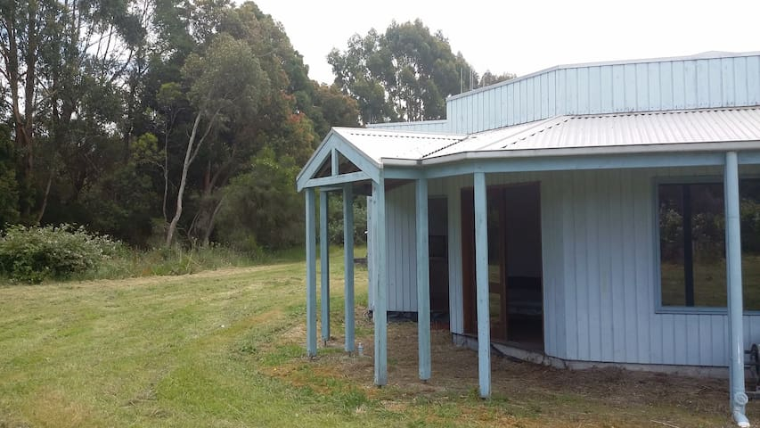 Central  location with seclusion. - Leongatha South