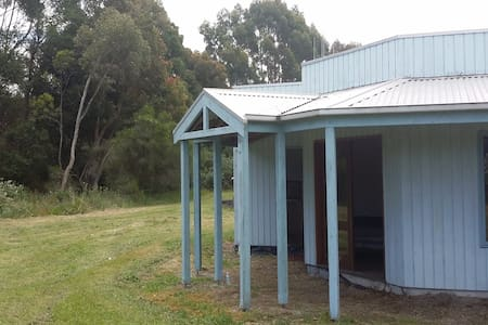 Central  location with seclusion. - Leongatha South - Hytte