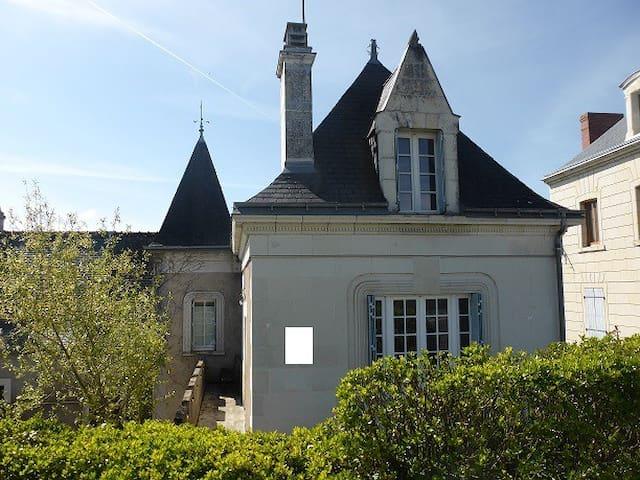 Gite de charme 3 ***en bord de Loire  6  pers. - Bréhémont - House