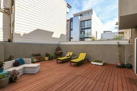 Large stylish 2bd /2.5ba central SF