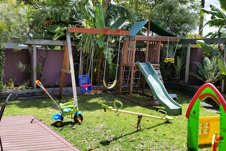 15 minutes from City and beaches - Rumah