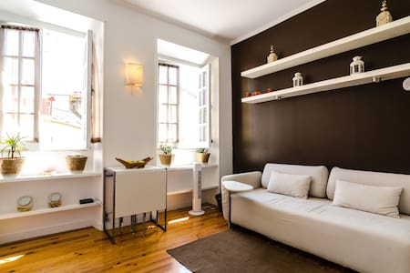 Bright & cozy apartment in Alfama - Lissabon