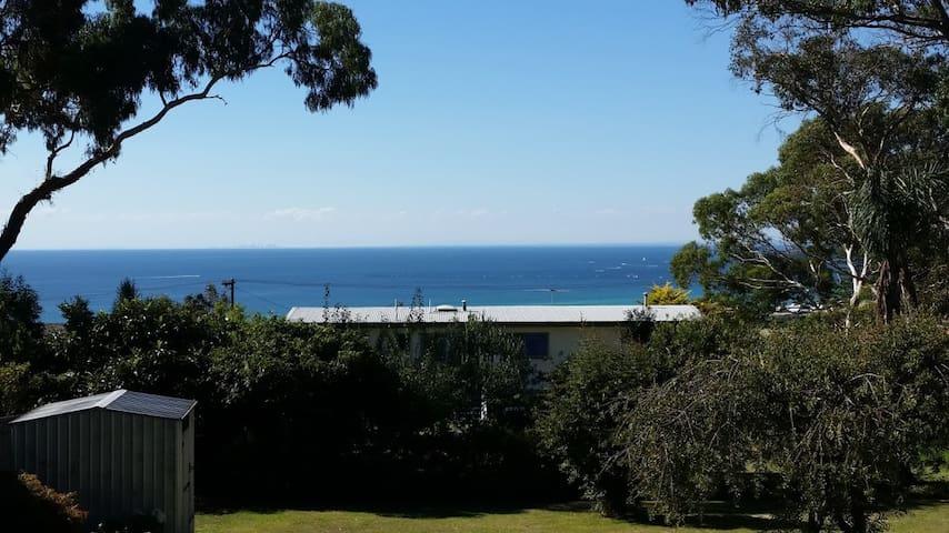 Oceanview hilltop bush & beach retreat - Dromana - House