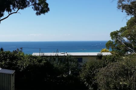 Oceanview hilltop bush & beach retreat - Dromana - บ้าน