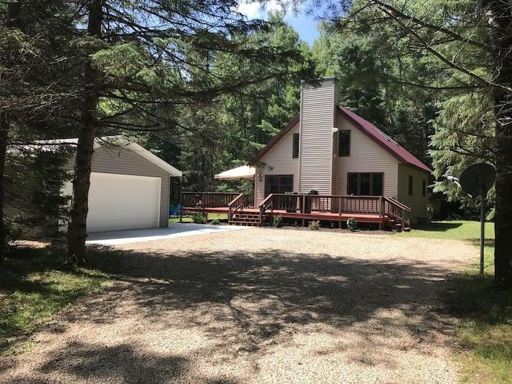 North Woods Cottage near Boulder Lake