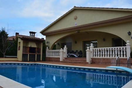 Swimming pool house Costa Brava - Vidreres - บ้าน