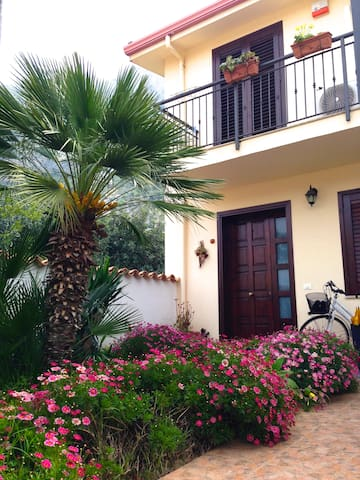Villa incantevole tra mari e monti - Cinisi - House