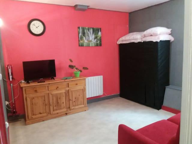 Appartement F1 32m²+ local équipement de loisirs