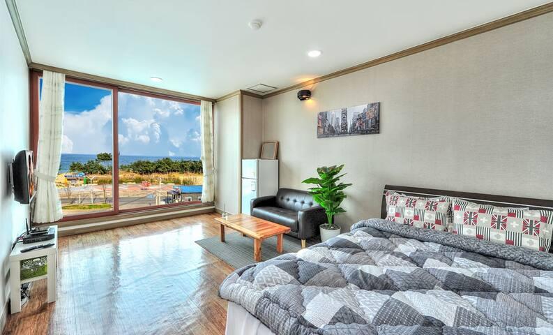 속초해수욕장 앞 푸른 오션뷰 침대방(3층눈꽃) - Saemaeul-gil, Sokcho-si - Lägenhet
