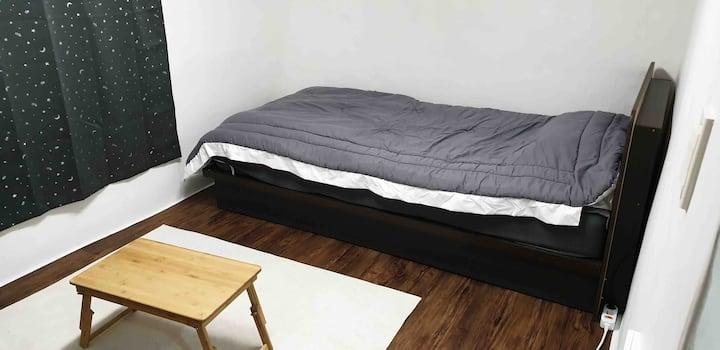 **clean&cozy room/경희대 도보 5분, 개인실(다락방)**