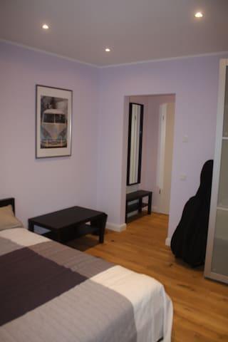 neu eingerichtes ,helles Zimmer,ruhige Lage - Gelsenkirchen