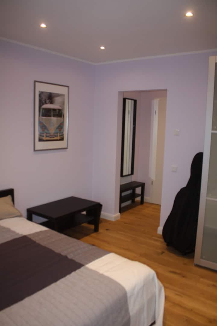 neu eingerichtes ,helles Zimmer,ruhige Lage