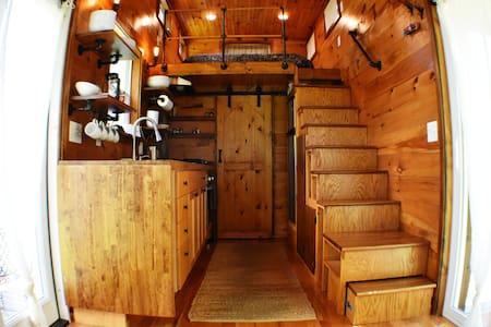 "Cozy Tiny Home ""Brigadoon"" at Cherry Mtn Retreat"