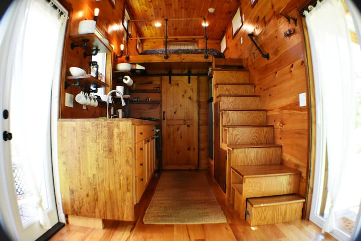 "Cozy Tiny Home ""Brigadoon"" at Cherry Mtn Retreat"