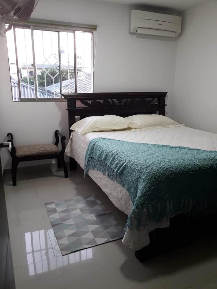 Cómoda y limpia habitación en casa Barranquillera