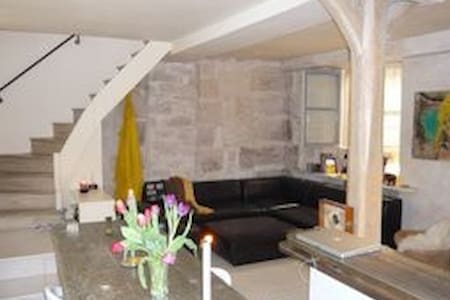 Duplex 77m2 in 1650 building in the heart of Paris - Paris