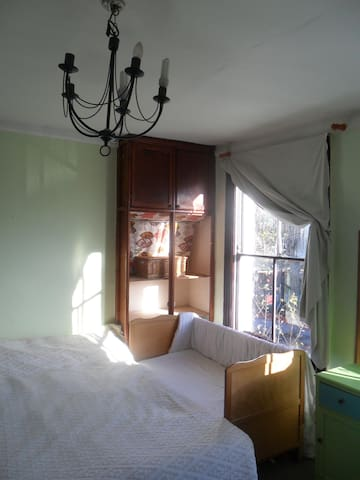Bright large double room in Hackney - London