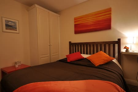 Bright Private Room in City Centre