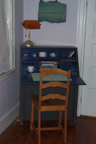 Writing desk for your laptop & WIFI access
